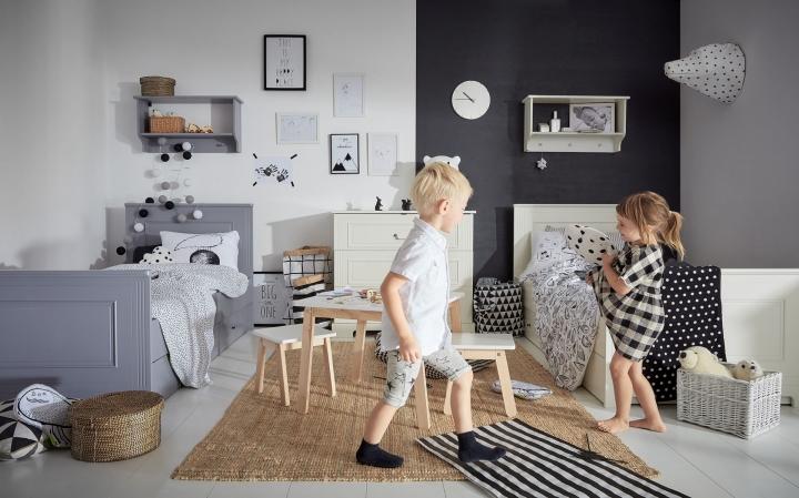 Dětský pokoj s černým kontrastem